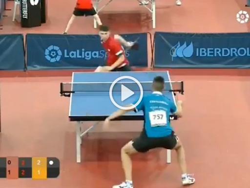 Tennis tavolo: il colpo dietro la schiena è da ko, ma l'avversario si riprende e segna il punto vincente