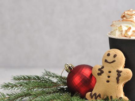 McDonald's, Starbucks & co.: cioccolate calde e bevande stagionali sono bombe di zucchero. La denuncia di Action on Sugar