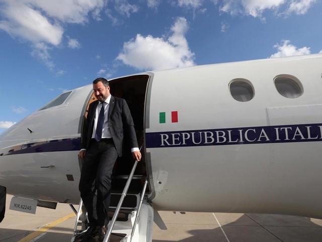 """Voli di Stato di Matteo Salvini, inchiesta archiviata dalla Corte dei Conti: """"Scelta illegittima l'uso degli aerei ma nessun danno erariale"""""""