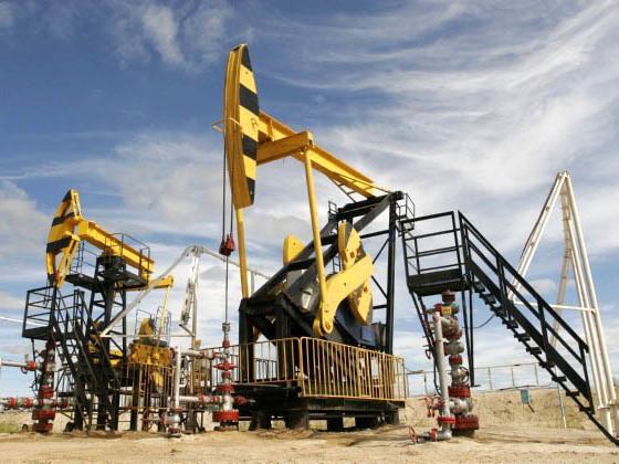 Petrolio, prezzi in fiamme su escalation tensioniin Medio Oriente