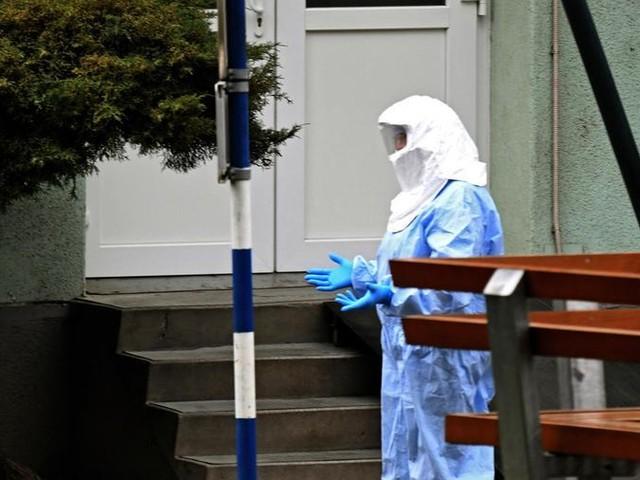 Sette morti e oltre 280 contagi in Italia, esercito nella zona rossa. L'Oms: «Il 95% guarisce». Conte: «L'Italia è un Paese sicuro»