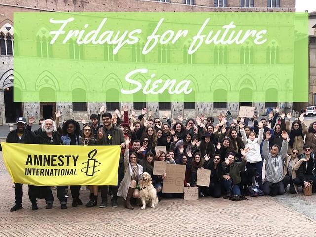"""Perché tutti noi siamo Greta? Rispondono i giovani studenti di """"Fridays For Future"""" Siena"""