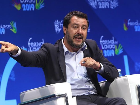 Governo, contropiede di Salvini «Anticipiamo manovra all'estate»