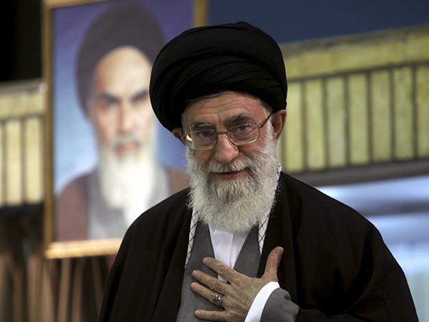Iran, il regime teme la crisi. E scende in campo Khamenei