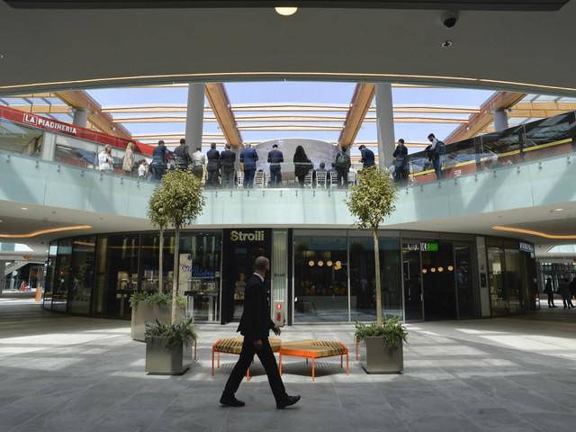 Gran Bretagna, calano oltre attese le vendite al dettaglio