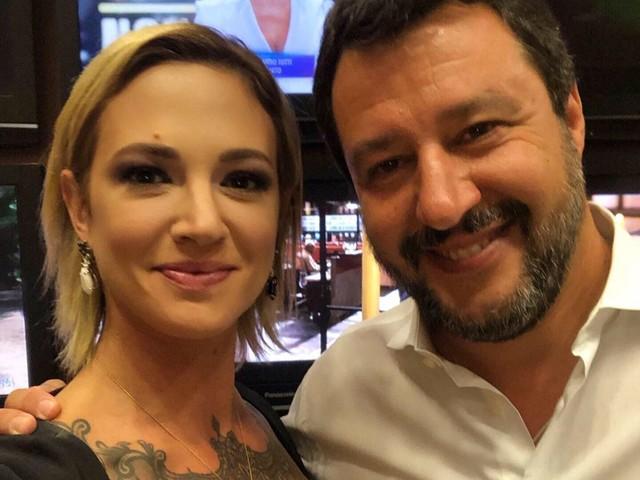 Asia Argento e Matteo Salvini, il selfie dopo la lite in tv
