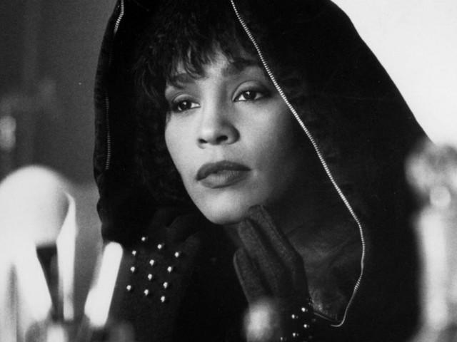 """""""Sono stata l'amante di Whitney Houston ma non potevo dirlo"""": la rivelazione della sua assistente personale"""