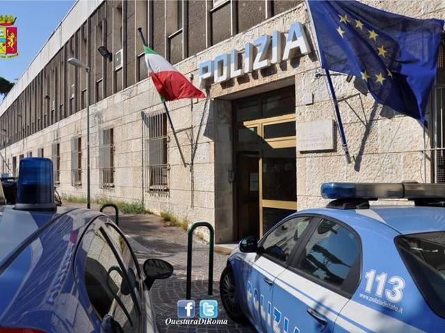 Rapina shock in banca a Roma. Bucano garage e tengono in ostaggio i dipendenti: caccia alla banda