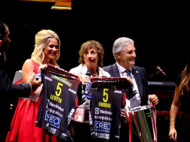 Lube, che festa al Forum! Ovazione per Gianna Nannini, il c.t. Mancini ospite a sorpresa (FOTOGALLERY)