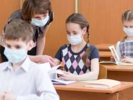 Il lascito di Arcuri: 154 milioni spesi in mascherine che le scuole non sanno più dove mettere