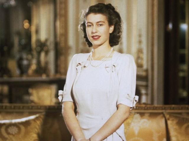 Elisabetta II, una ragazza che non si aspettava di diventare regina