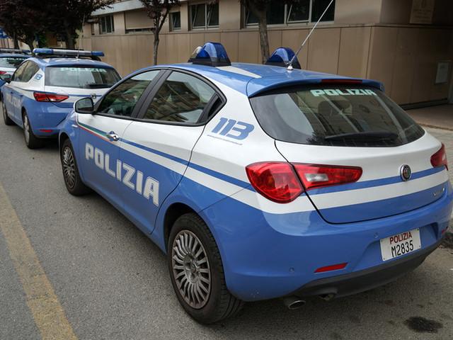 Soldi per 'sveltire' permessi soggiorno, arrestata una poliziotta a Parma