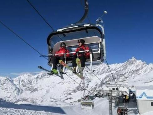 È arrivata la neve, la stagione di sci scatta in anticipo
