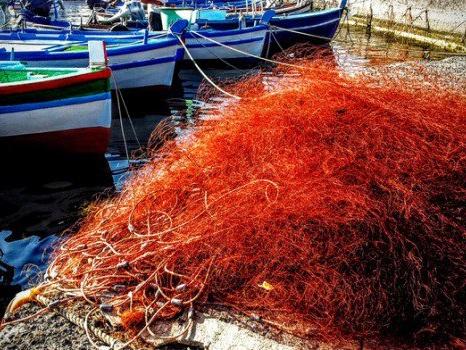 Stop al pesce fresco sulle tavole dei calabresi, da domani scatta il fermo pesca