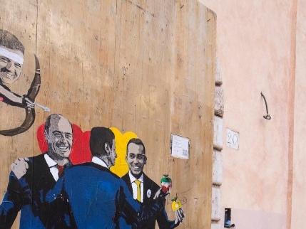 """Ecco tutte le """"pugnalate"""" nella guerra Renzi-Conte"""