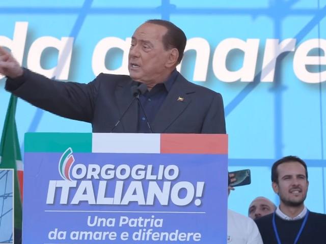 """Berlusconi sfratta le 5 sinistre: """"Noi la nazionale della libertà"""""""