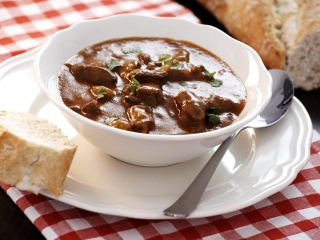 Soffritto napoletano: la ricetta della zuppa forte campana