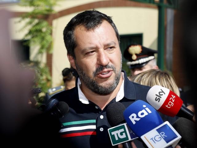 """""""Zingaracce"""" e giornalisti Salvini se la prende con tutti"""