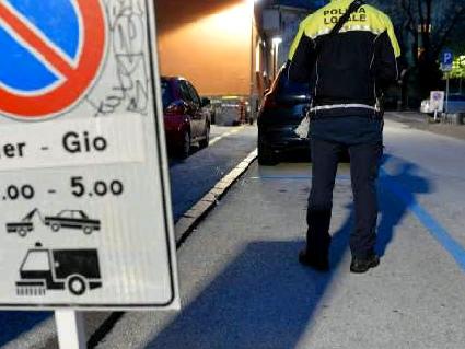Lavaggio strade a Trento Già mille multe in un mese Si prosegue fino al 5 novembre
