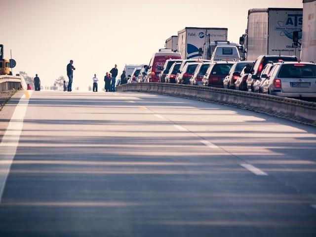 Whirlpool: a Napoli gli operai bloccano l'autostrada