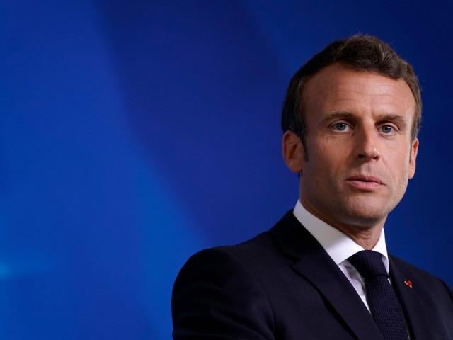 Le cene ad aragoste e champagne Il ministro che imbarazza Macron