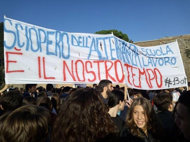 """Manifestazione 13 ottobre, da Palermo a Milano studenti in sciopero: """"Mai più sfruttati in alternanza"""""""