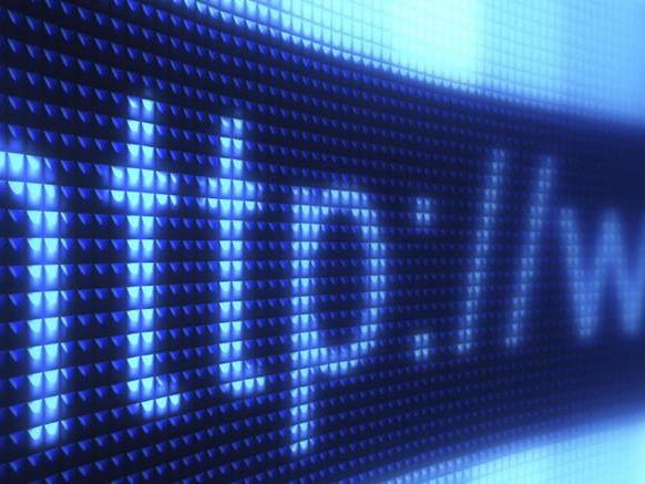 Web tax anche per l'e-commerce, Poste più competitive sui pacchi