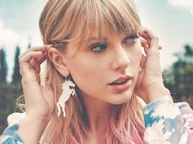 """Taylor Swift sotto ricatto chiede aiuto a fan e colleghi: """"Vogliono che stia zitta ma vi racconto tutto"""""""