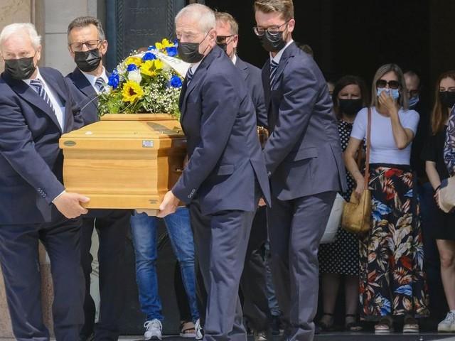 Padova: aveva messo l'iban nell'epigrafe, il parroco si rifiuta di celebrare il funerale