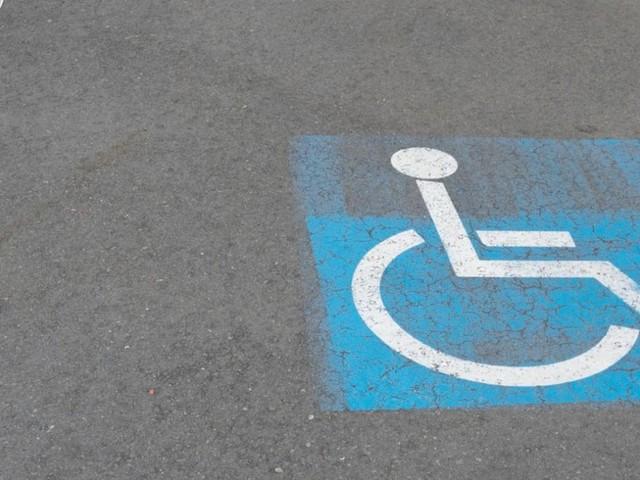 Disabili senza patente, parcheggi gratis anche per i loro accompagnatori