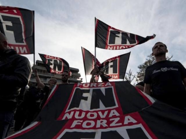 Mimmo Lucano alla Sapienza: parte il Corteo di Forza Nuova, tensione con gli antifascisti | VIDEO