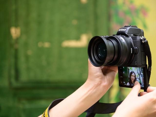 Nikon alla riscossa: mirrorless Z 50 in formato DX e il mostruoso NIKKOR Z 58mm f/0.95 S Noct (foto)