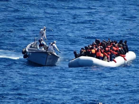 Migranti: Ue valuta 6 mesi proroga tecnica per Sophia