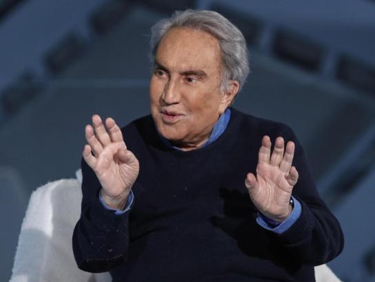 Concessi gli arresti domiciliari a Emilio Fede: «In carcere soffrirebbe»