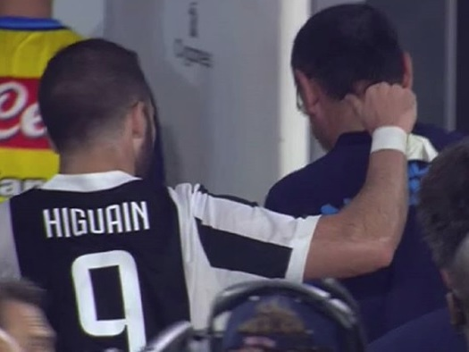 """Canale 8, Caiazza rivela: """"Higuain ha preso un ceffone da Sarri, il Pipita non ha salutato gli ex compagni"""""""