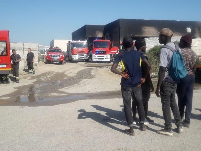 Basilicata, incendio in un capannone: morta donna nigeriana