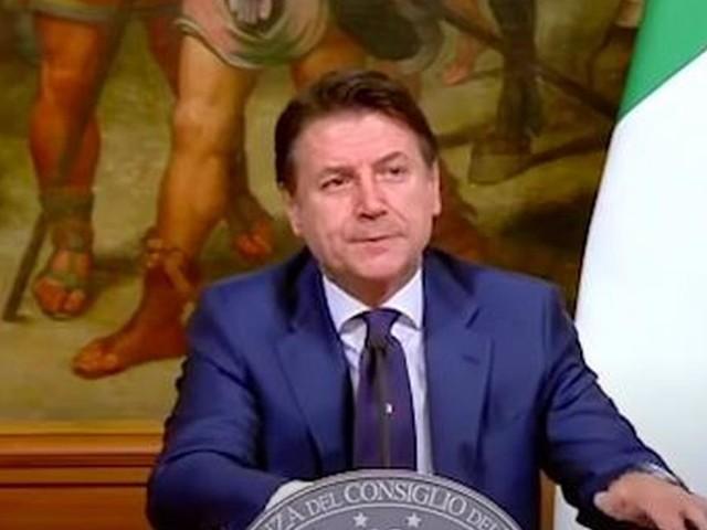 """Dpcm, protesta isolata davanti Palazzo Chigi: 'Sono qui e mi stai facendo morire, mi campi tu"""""""