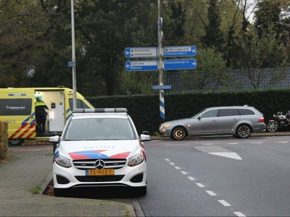 Bromfietser gewond na botsing met auto in Wierden