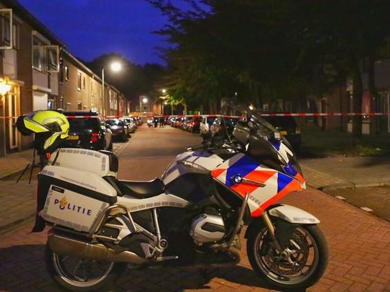 Politie-onderzoek in de Van Limburg Stirumlaan in Tilburg: vechtpartij met mogelijk wapens