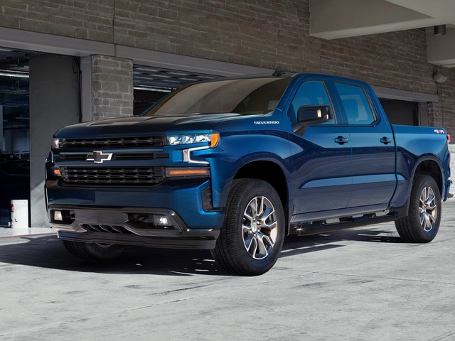 2019 Chevy Silverado drops 450 pounds for its debut in Detroit