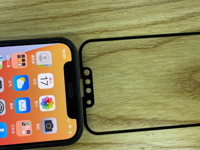 'Kleinere notch iPhone 13 te zien op foto's screenprotector'