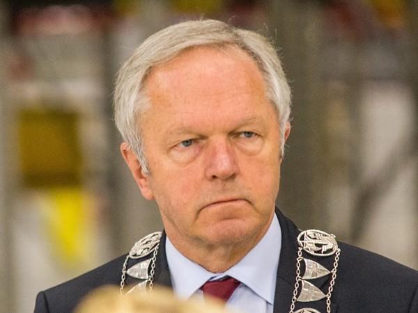 Stemmen om middernacht met burgemeester Meijer van Zwolle in Het Vliegende Paard