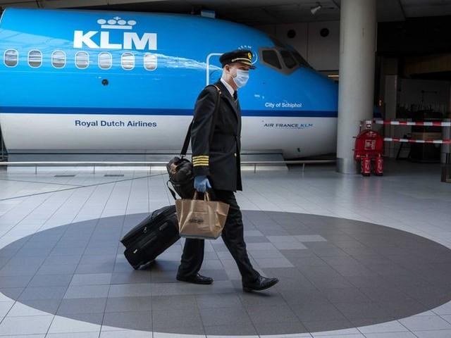 FNV verwerpt bezuinigingsplannen KLM: 'Dit zet de staatssteun op het spel'