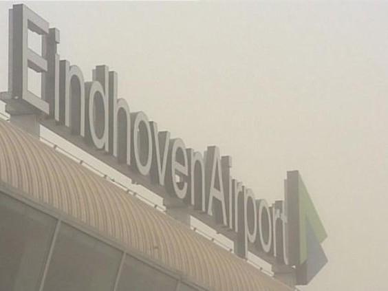 Vliegverkeer Eindhoven Airport komt weer op gang nu mist afneemt
