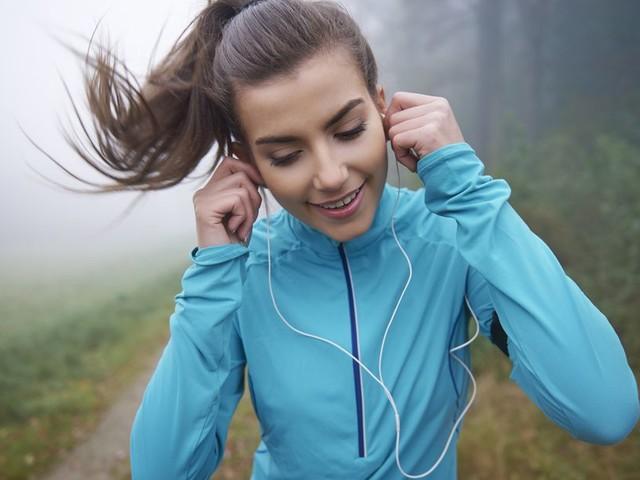 Ga je door snelle beats in je oren beter hardlopen?