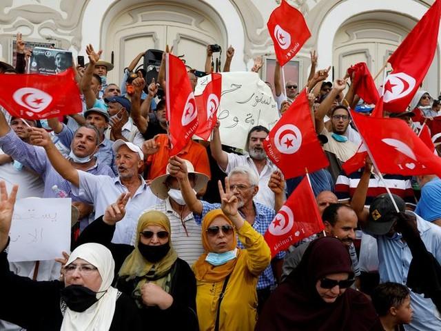 Tunesische president draait laatste restjes democratie de nek om