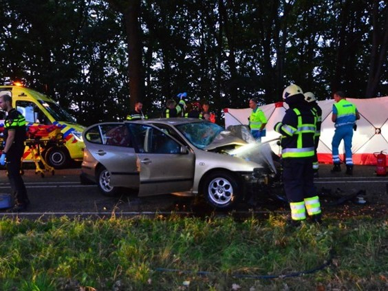 Automobilist overleden na ongeluk in Liessel, kind door omstanders uit auto gehaald