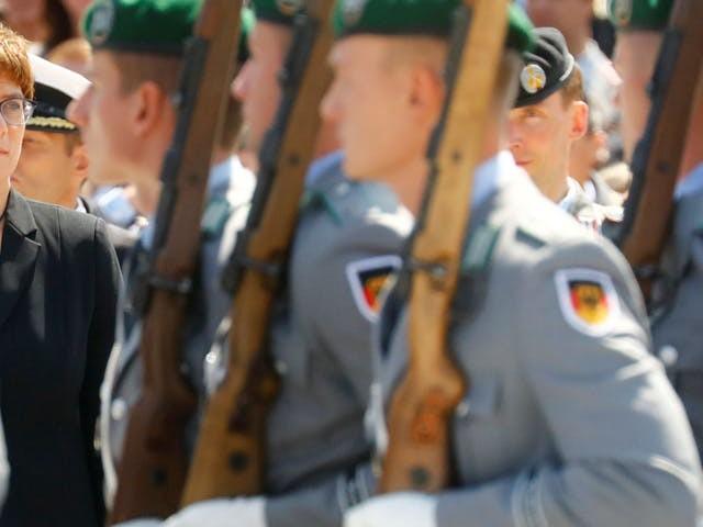 Kramp-Karrenbauer, beoogd opvolger Merkel, krijgt omstreden plek in regering