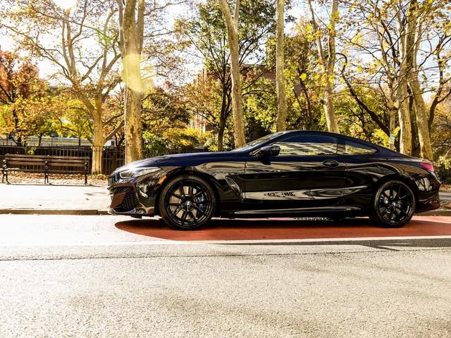 VIDEO: BMW M850i vs Bentley Continental GT W12 0-250 km/h