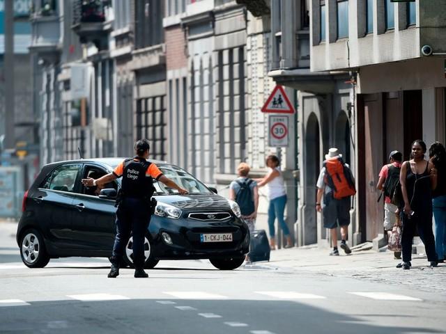 Man schiet twee agenten en een passant dood in Luik